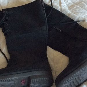 UGG PURE WATERPROOF BOOT. WORE ONCE